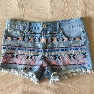HP✨ Seductions FD Embroidered Frayed Hems Shorts
